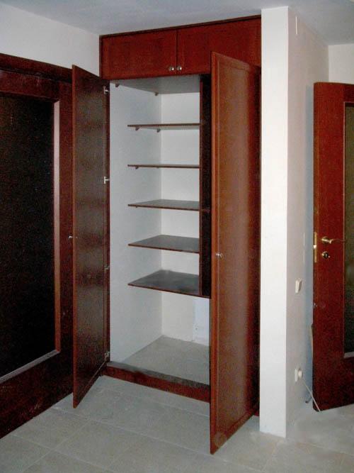Шкаф в прихожую с распашными дверями своими руками